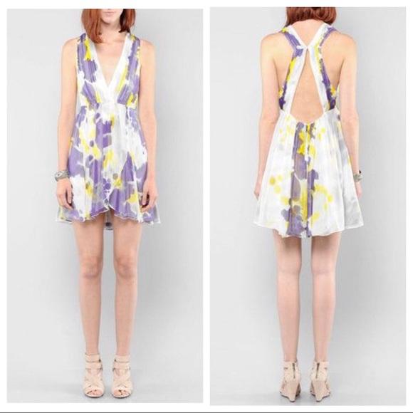 Alice + Olivia Dresses & Skirts - 🎉 ALICE + OLIVIA SILK PLEATED DRESS